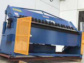 Heavy Duty 2500mm x 4mm Full Hydraulic NC Programmable Panbrake - picture12' - Click to enlarge