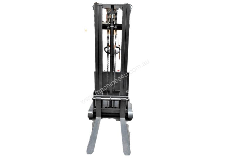 700kg Capacity Counterbalance Walkie Stacker Lift Height 3000mm