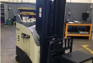 Crown Reach Truck / Stacker