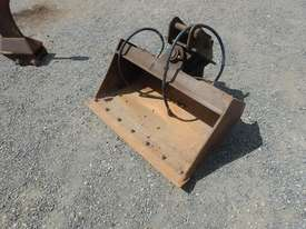 900mm Hyd Tilt Mud Bucket to suit 2 -4 Ton Excavator c/w Pins - 50045-1 - picture0' - Click to enlarge