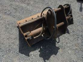 900mm Hyd Tilt Mud Bucket to suit 2 -4 Ton Excavator c/w Pins - 50045-1 - picture2' - Click to enlarge