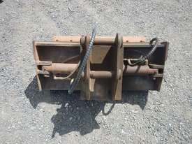 900mm Hyd Tilt Mud Bucket to suit 2 -4 Ton Excavator c/w Pins - 50045-1 - picture4' - Click to enlarge