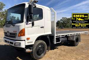 2010 Hino Flat Top Tray Truck, bit over 100k km's.  TS464