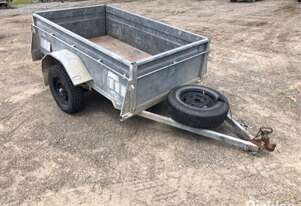 1990 Classic Trailers Approx. 7' x 4'
