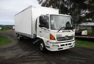 8/2008 Hino FD 1024 Pantech With Tailgate Lifter