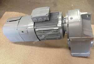 SEW EURODRIVE Parallel Shaft Gear motor 3 Phase 2.