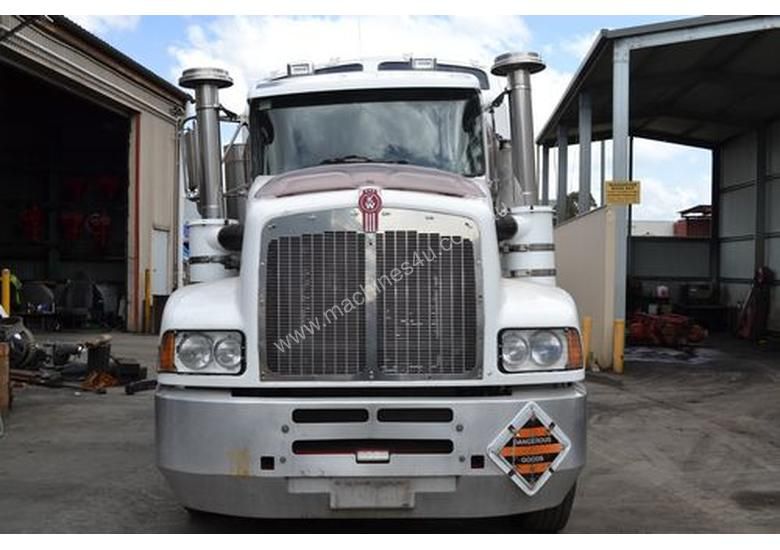 Parts And Wrecking Kenworth T400 Sleeper Cab Trucks In
