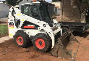Bobcat 2010   s205 skid steer