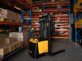 TASK VIPER 1.5-4.5 Reach Stacker - picture1' - Click to enlarge