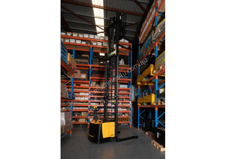 TASK VIPER 1.5-4.5 Reach Stacker
