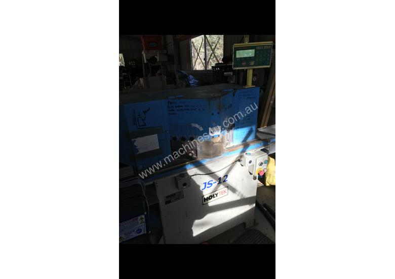 Pneumatic double mitre saw