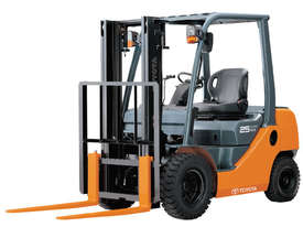 Toyota 1.0 - 3.5 Tonne 8-Series 4-Wheel Forklift - picture0' - Click to enlarge