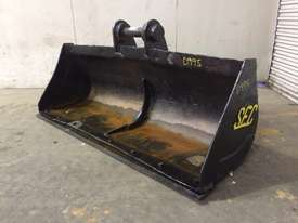 1700MM BATTER BUCKET WITH CUTTING EDGE SUIT 11-15T EXCAVATOR D995 - picture0' - Click to enlarge