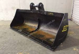 1700MM BATTER BUCKET WITH CUTTING EDGE SUIT 11-15T EXCAVATOR D995
