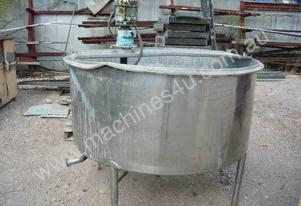 STAINLESS STEEL 1300 LITRE MIXING TANK