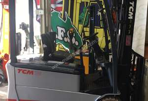 Forklift counterbalance electric