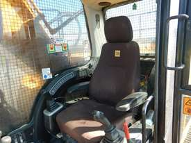 2011 Used JCB JS240LC Excavator - picture15' - Click to enlarge
