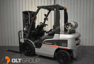 Nissan P1F2A25DU 2.5 Tonne Forklift 2013 Model Container Mast Sideshift Fork Positioner Low Hours