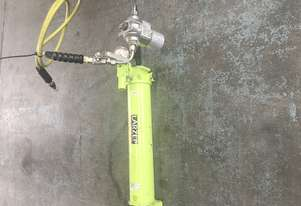 Larzep Hydraulic Porta Power Single Acting Hand Pump W22307
