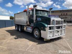 2013 Mack Trident - picture0' - Click to enlarge