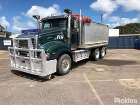 2013 Mack Trident - picture2' - Click to enlarge