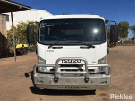 2011 Isuzu FRR600 - picture1' - Click to enlarge