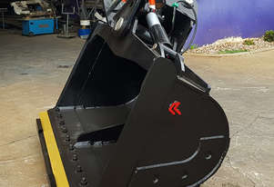 IN STOCK 30t - 35t Premium Excavator Tilt Bucket, 45deg, 2250mm wide, product of New Zealand