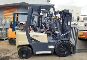 weekend special forklift sale-Crown only 5000 low hrs Container entry mast 2000 model solid tyres