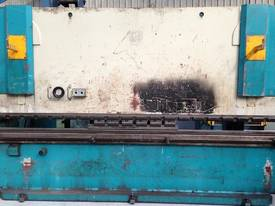 Adira QHD-15040 4M x 150Tonne press Brake - picture0' - Click to enlarge