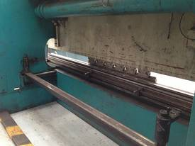 Adira QHD-15040 4M x 150Tonne press Brake - picture3' - Click to enlarge
