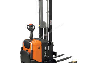 BT Staxio SPE135S Powered Stacker Forklift