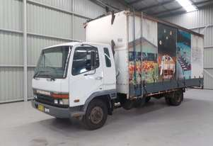 Mitsubishi FK600 Fighter Curtainsider Truck