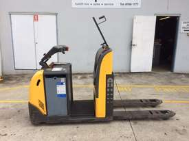 Fantastic Stand On Pallet Truck - picture0' - Click to enlarge