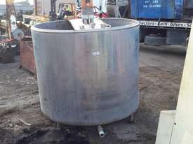 Custom Mixing Tank with agitator Water Tank Attachments - picture3' - Click to enlarge