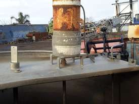 Custom Mixing Tank with agitator Water Tank Attachments - picture2' - Click to enlarge