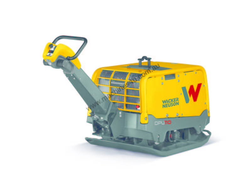 Water cooled diesel forward and reverse vibrating plate