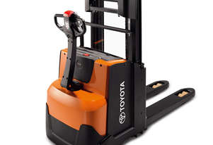Toyota BT Staxio SWE200D Powered Walkie Stacker Forklift