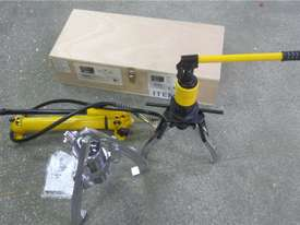 Ashita HHL-10S, HHL-30F 10 & 30 Ton Hydraulic Gear Puller Set - picture1' - Click to enlarge