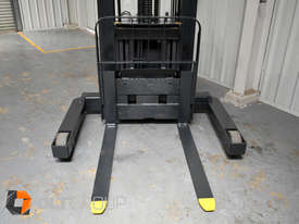 Used Crown WR3000 Walkie Reach Truck Container Mast Full Free Lift 1500kg Capacity - picture10' - Click to enlarge