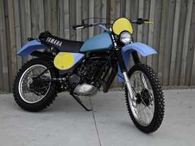 Yamaha IT400 Enduro Off Road Bike - picture3' - Click to enlarge