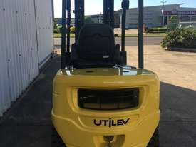 Run-out Special 2.5T Diesel Counterbalance Forklifts - picture3' - Click to enlarge