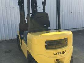 Run-out Special 2.5T Diesel Counterbalance Forklifts - picture4' - Click to enlarge