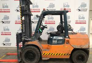 Toyota   Forklifts 7FG45