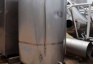 Stainless Steel Storage Tank (Vertical), Capacity: 3,500Lt