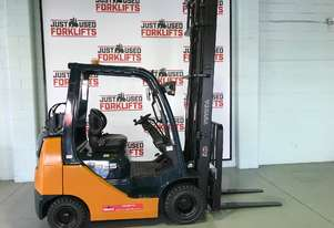 TOYOTA COMPACT FORKLIFT 32-8FGK25  SN 10367 COMPACT DUAL FUEL LPG / PETROL