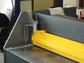 1250mm x 4mm Australian made hyd guillotine - picture8' - Click to enlarge