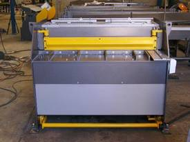 1250mm x 4mm Australian made hyd guillotine - picture7' - Click to enlarge
