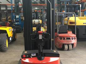 Pantographic Walkie Reach Stacker - picture4' - Click to enlarge
