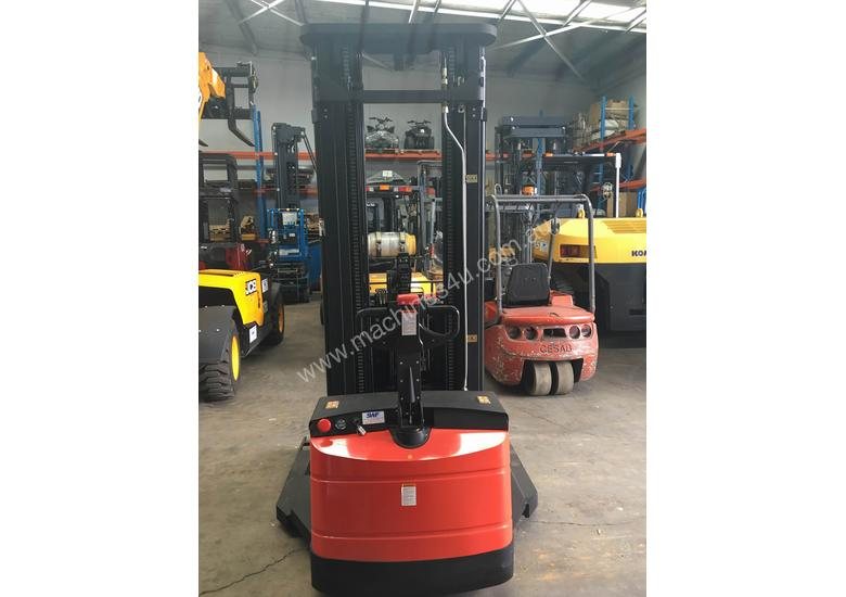 Pantographic Walkie Reach Stacker