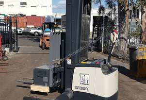 CROWN SHR5540 ELECTRIC WALKIE REACH STACKER 1.6TON